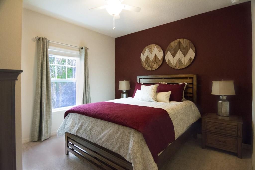 Bedroom Queen bed
