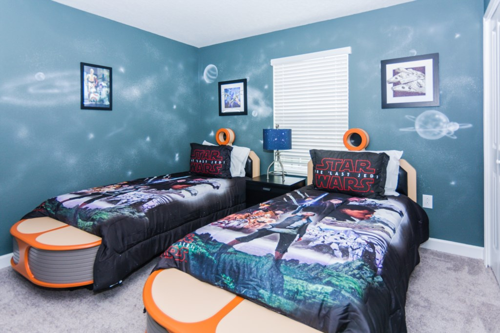 Star Wars Twin Bedroom 2.jpg