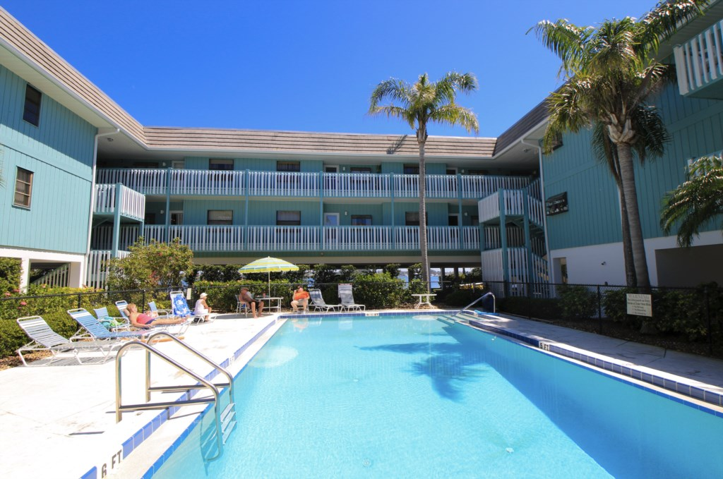 Beach Palms 6B-Heated Pool-One Of The Largest Pools On Anna Maria Island