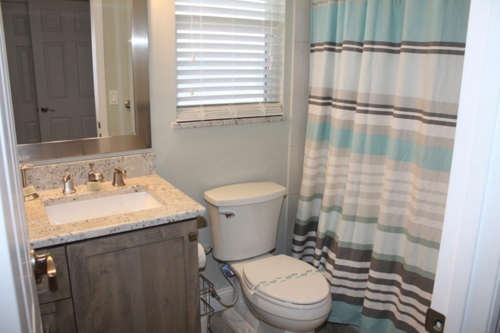 Full second washroom with granite