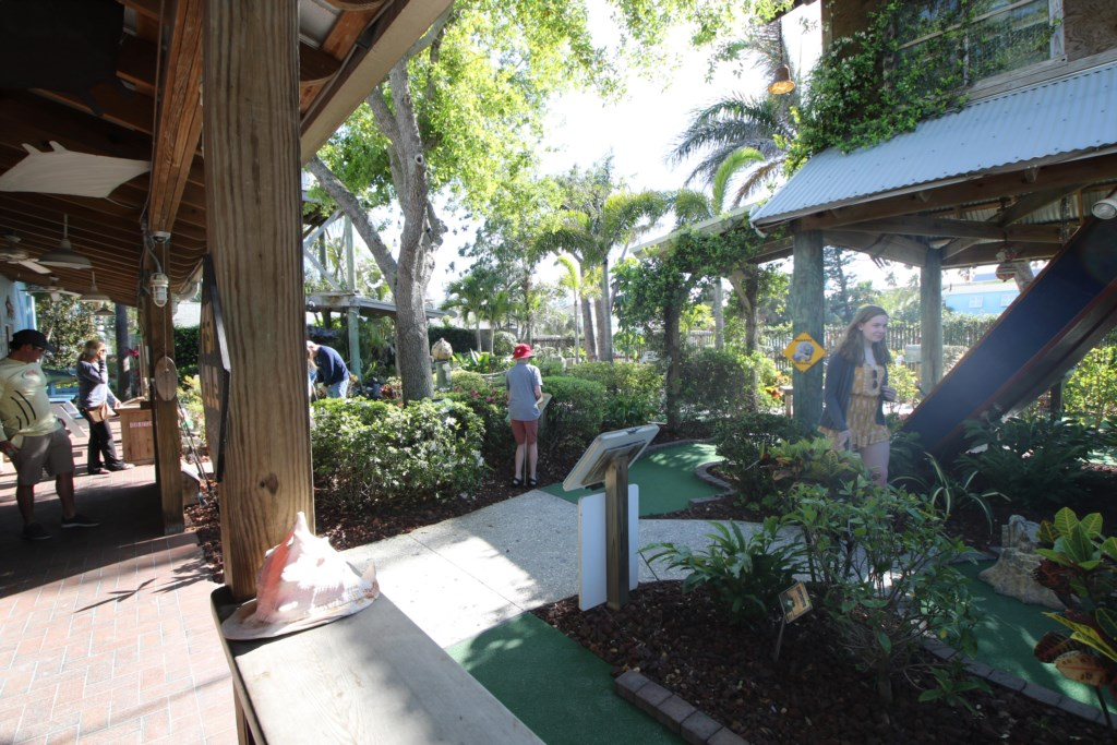 Absolute Anna Maria-Mini Putt-Just A Few Minutes Walk From Our Condo