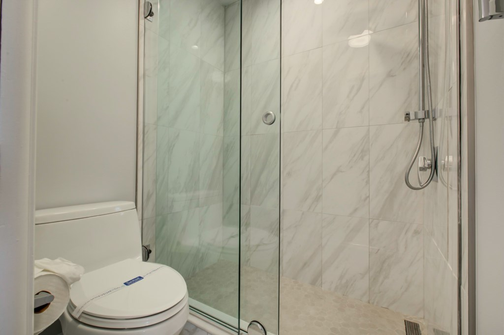 En-Suite Washrom-New Walk In Shower