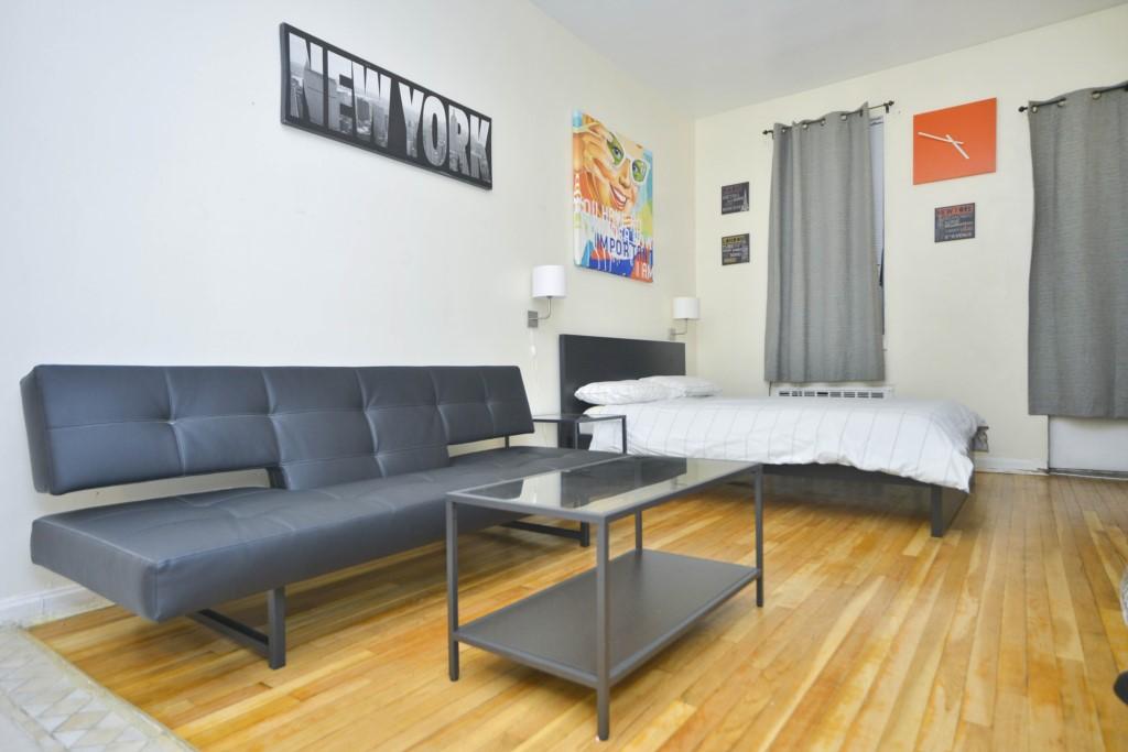 Cozy Upper East Side Studio w/ Private Garden