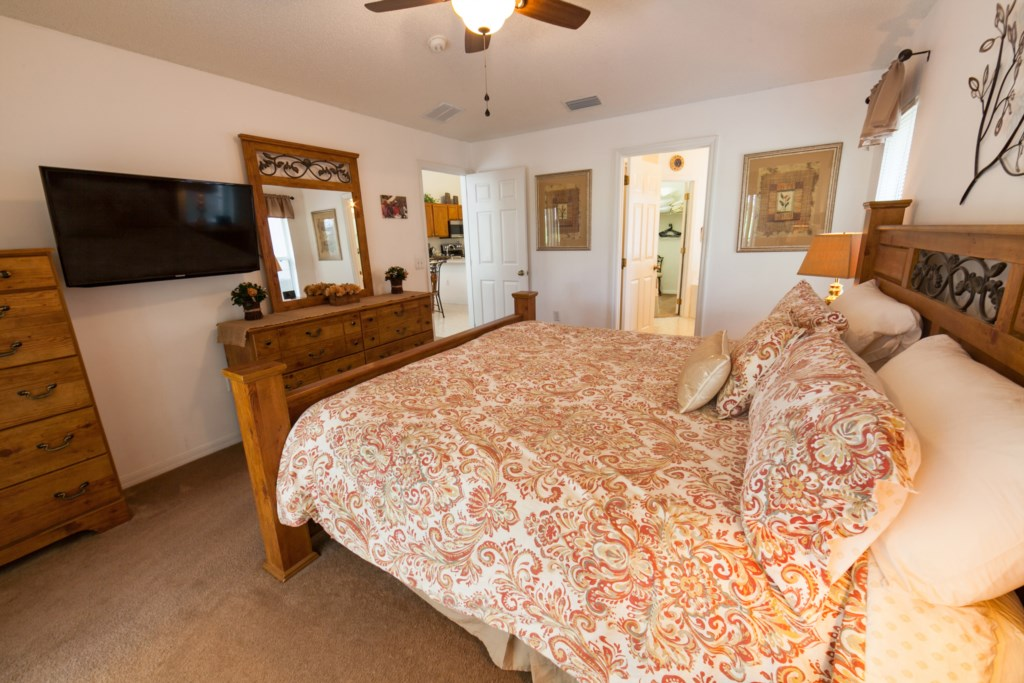 King Master Bedroom-3.jpg