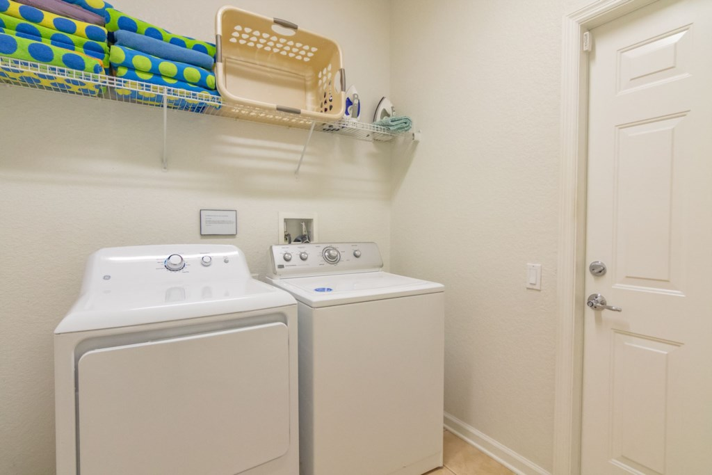 Adam's Elite Windsor Hills Villa - Laundry Room