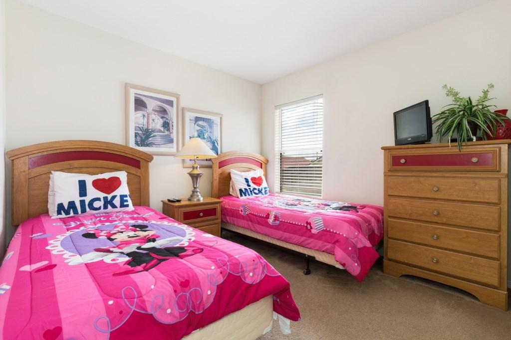 27_Twin_Bedroom_0921.jpg