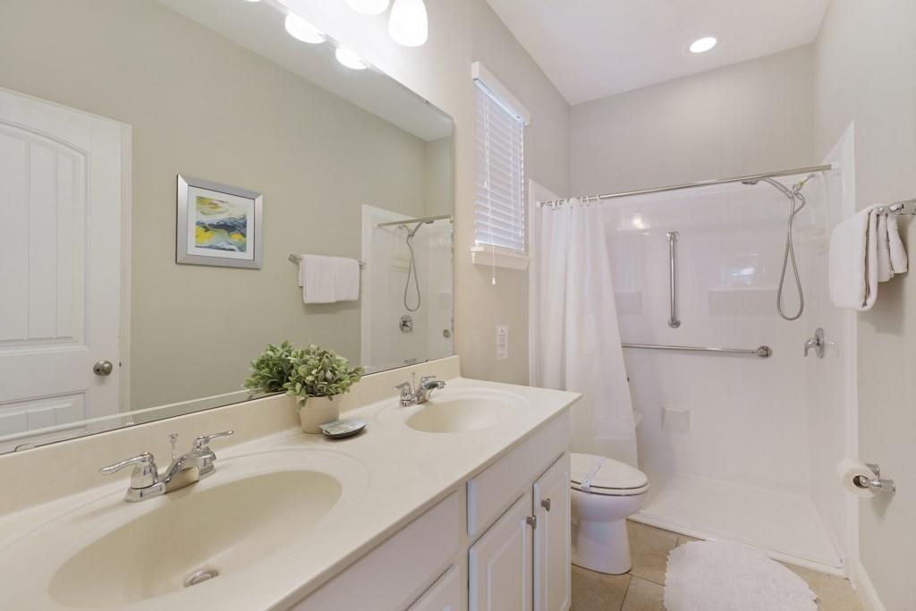 30_Disabled_access_bathroom_0721.jpg