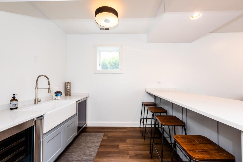 Kitchenette/Bar (Ground Floor)