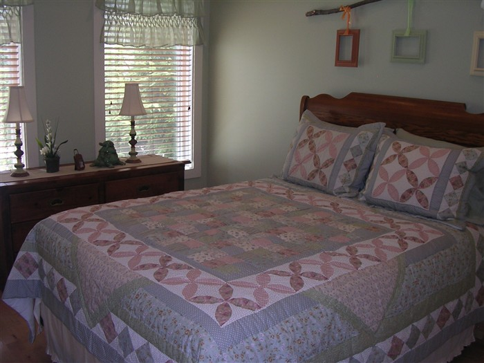 Bedroom #3 (Queen bed)