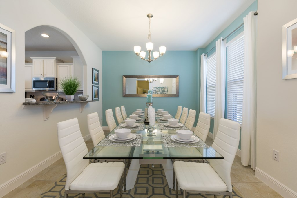 06_Dining_area_with_seating_for_8_0721.jpg
