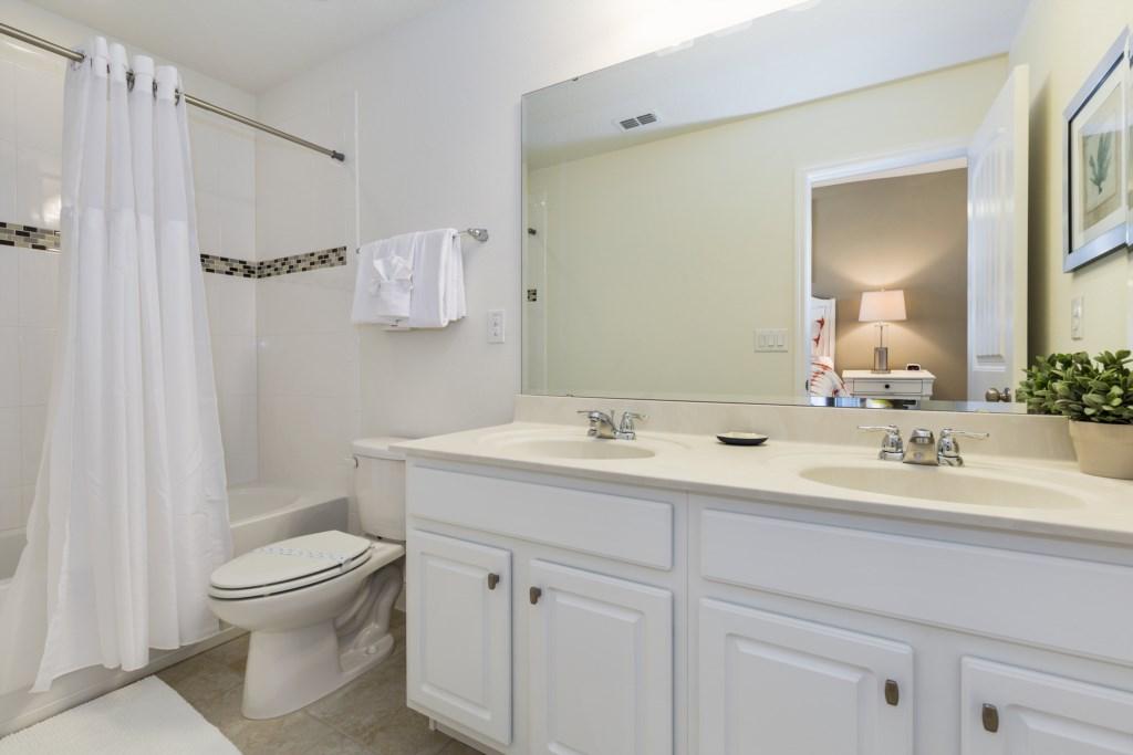 22_Bathroom_0721.jpg