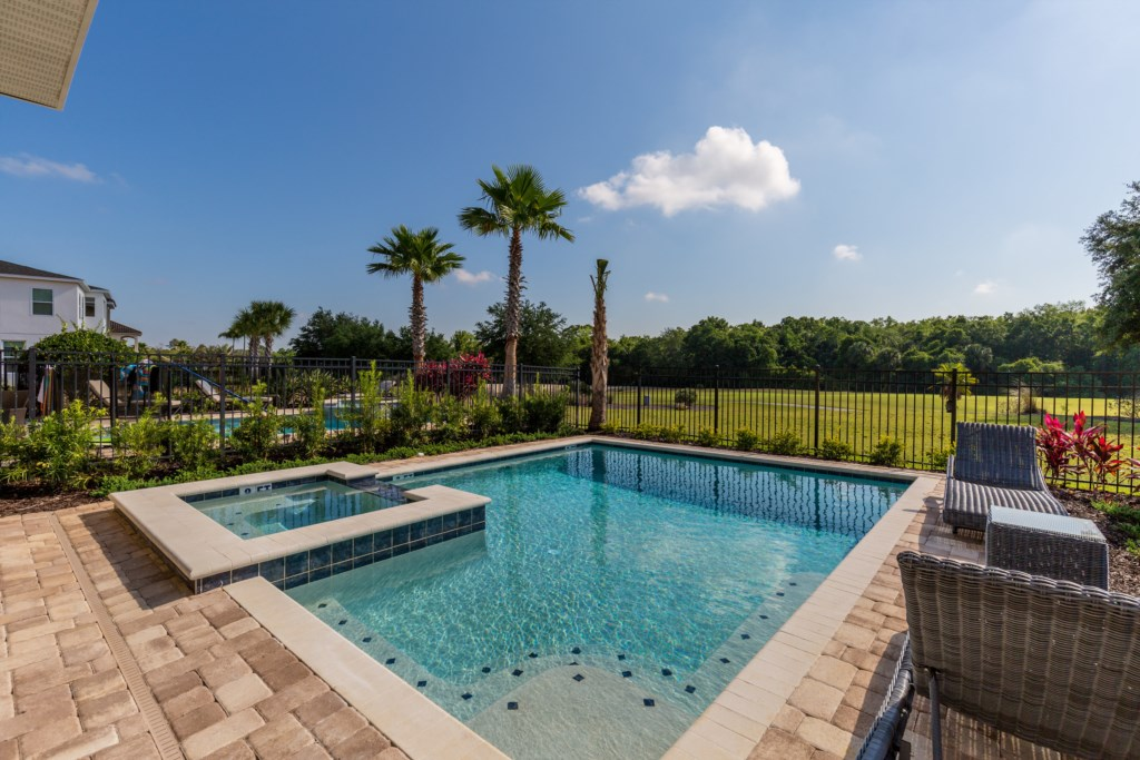 32_Pool_With_Golf_View_0721
