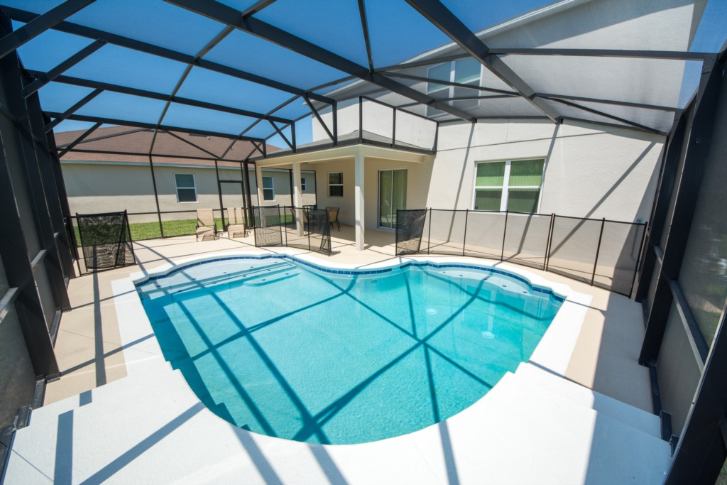 Amazing 4 Bedroom Located in Crystal Cove!