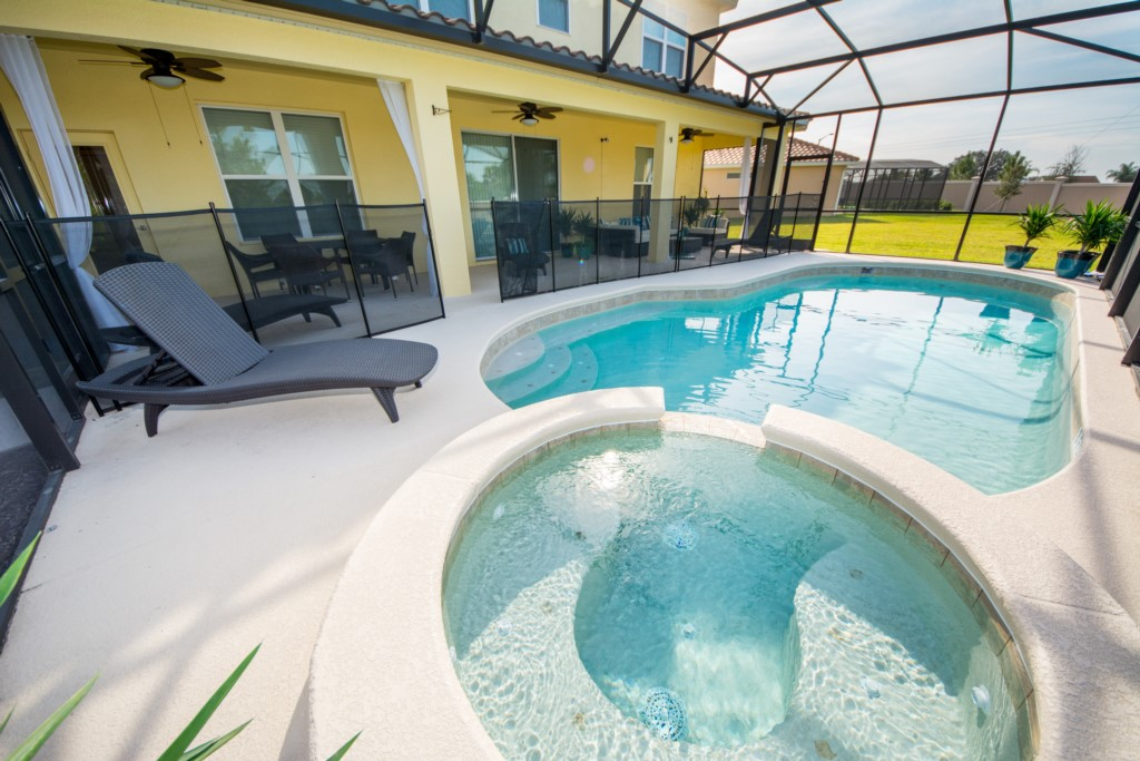 Privety Pool/Jacuzzi