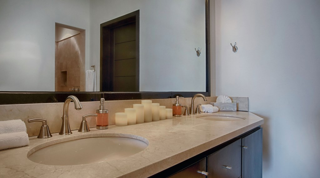 Villa-Vegas-Dave-Bathroom.jpg