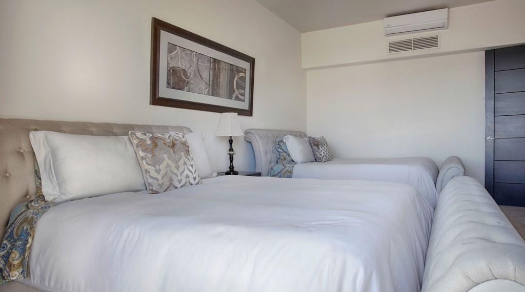 Villa-Vegas-Dave-Bedroom3-2.jpg