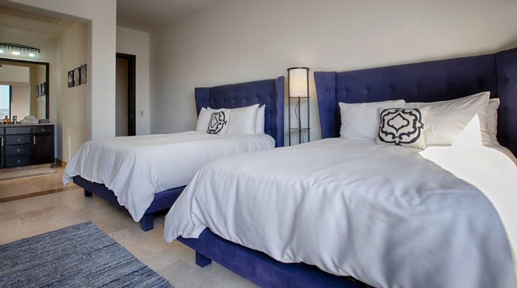 Villa-Vegas-Dave-Bedroom4.jpg