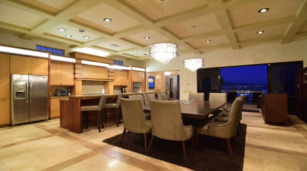 Villa-Vegas-Dining-Kitchen2.jpg