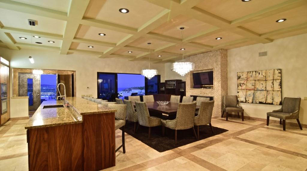 Villa-Vegas-Dining2.jpg