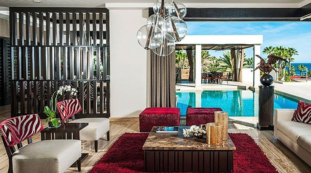Villa-Renata-LivingRm-PoolView.jpg
