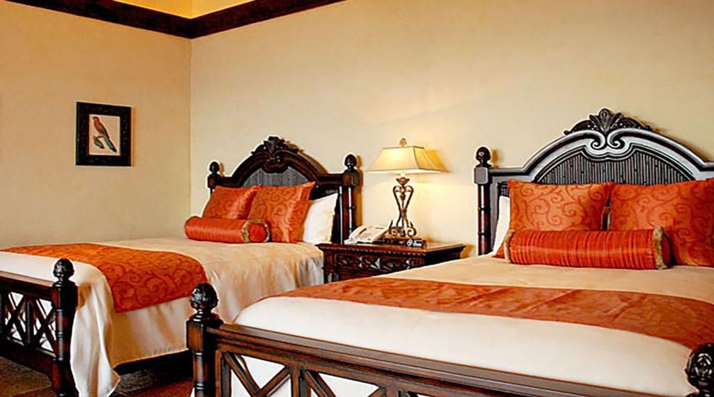 Villa-De-La-Suenos-Bedroom4.jpg