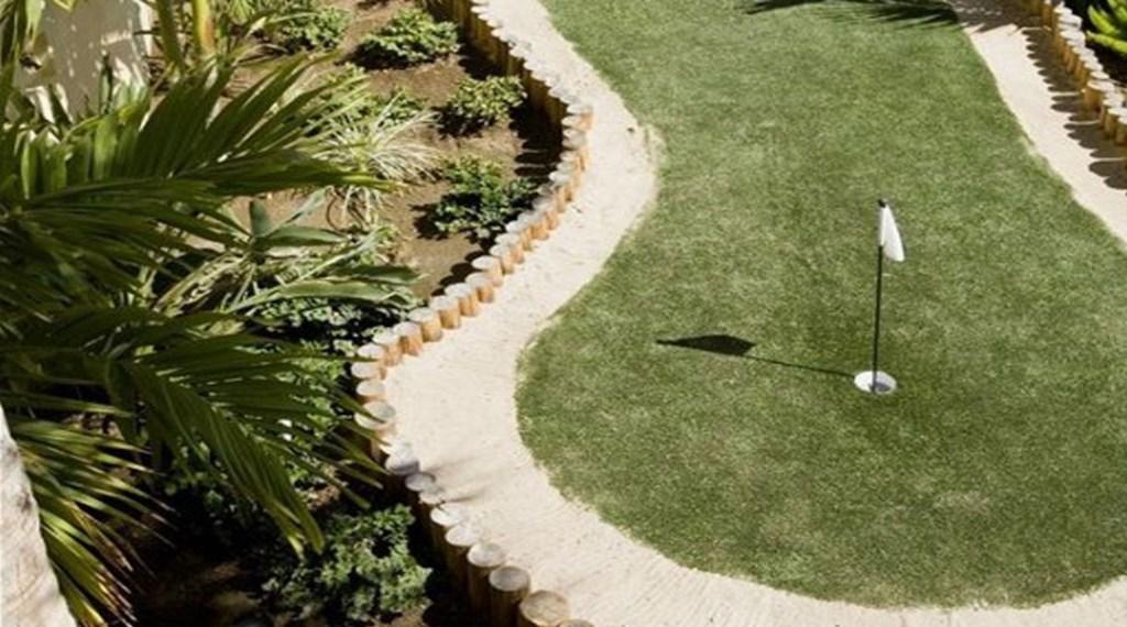 Villa-De-La-Suenos-PuttingGreen.jpg