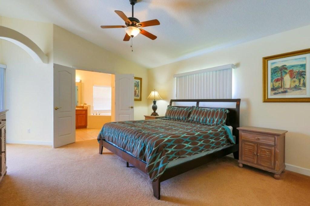 Master Bed (004).jpg