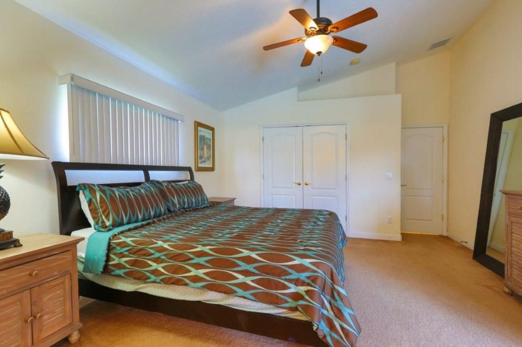 Master Bed 3 (002).jpg