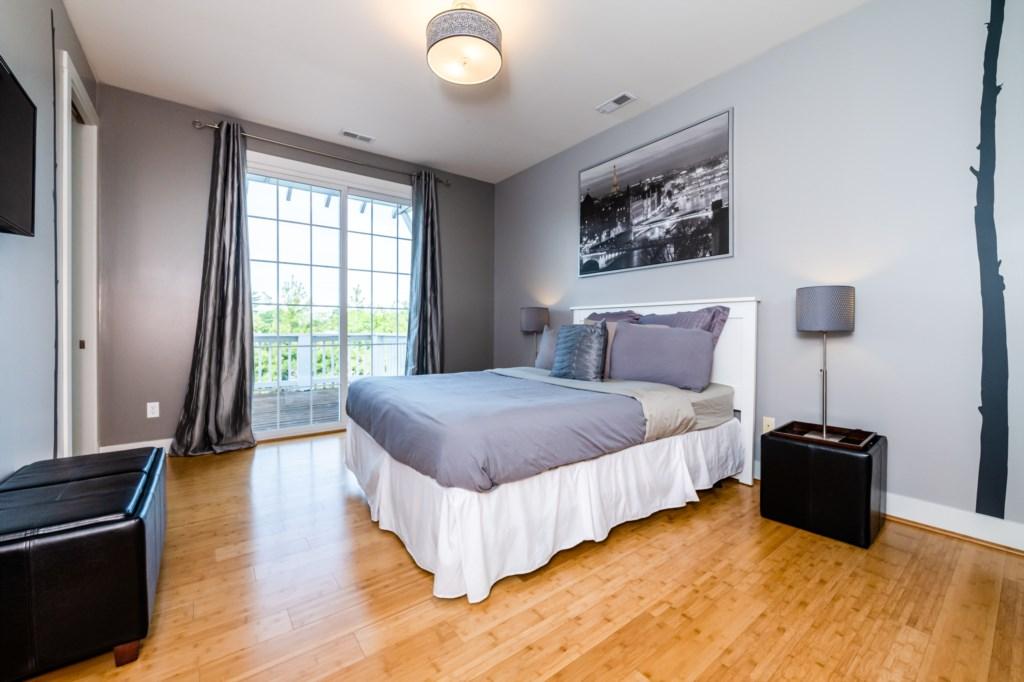 Bedroom #1 (TV and en suite bathroom)
