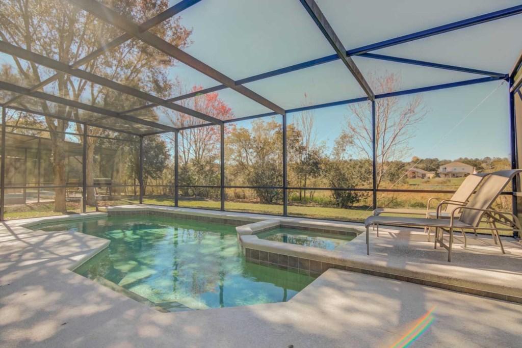 Amazing 5 bedroom 3 bathroom home with resort pool