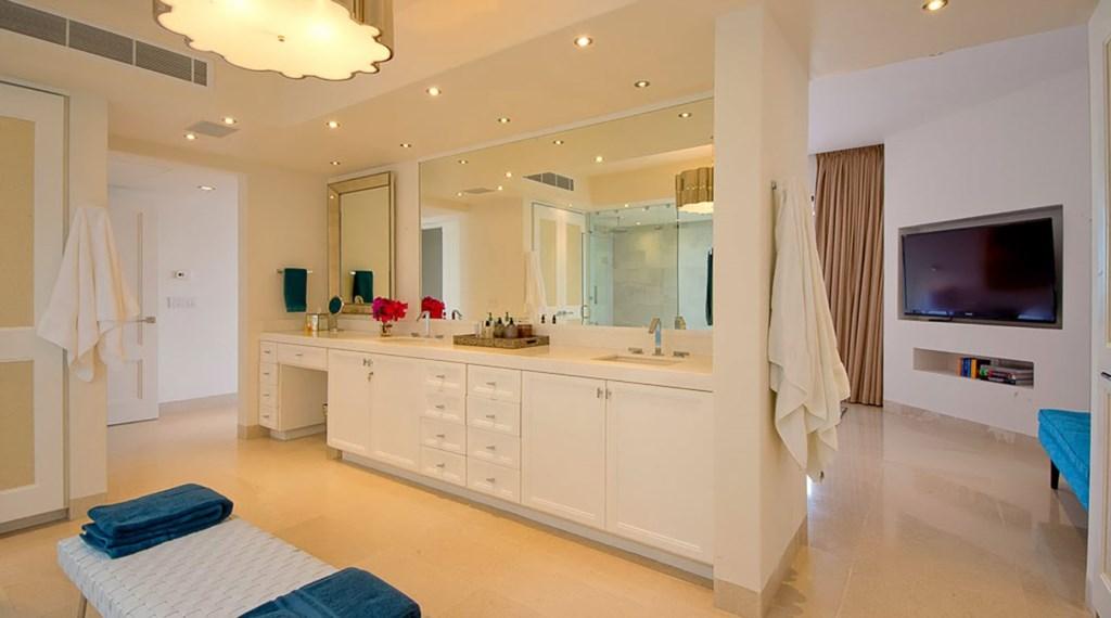Villa-Pacifica-Master-Bath2.jpg