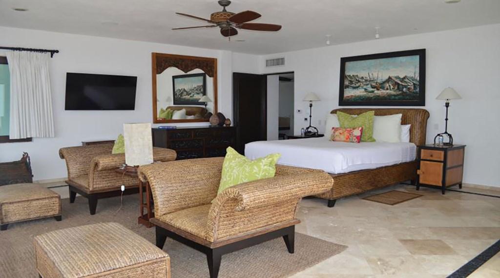 Casa-La-Laguna-Bedroom3.jpg