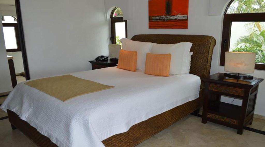 Casa-La-Laguna-Bedroom4.jpg