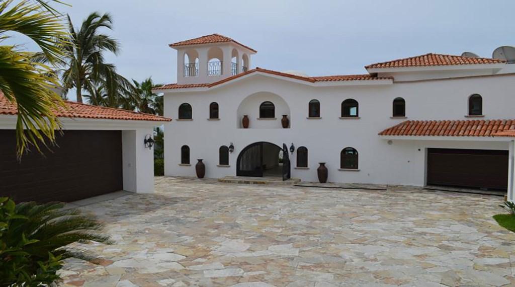 Casa-La-Laguna-Front-Entrance.jpg