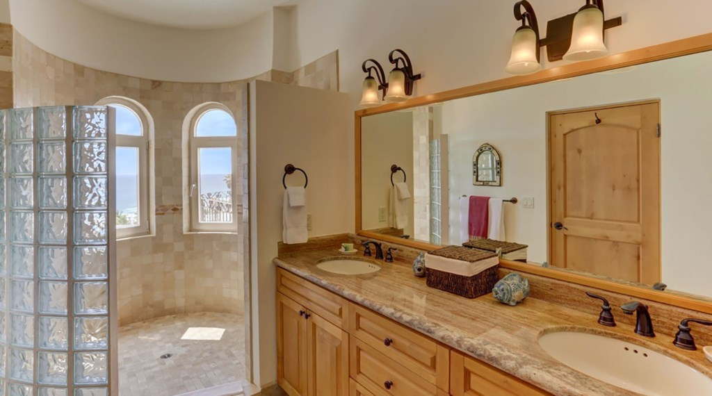 Casa-Esperanza-Bedroom2-Bath.jpg