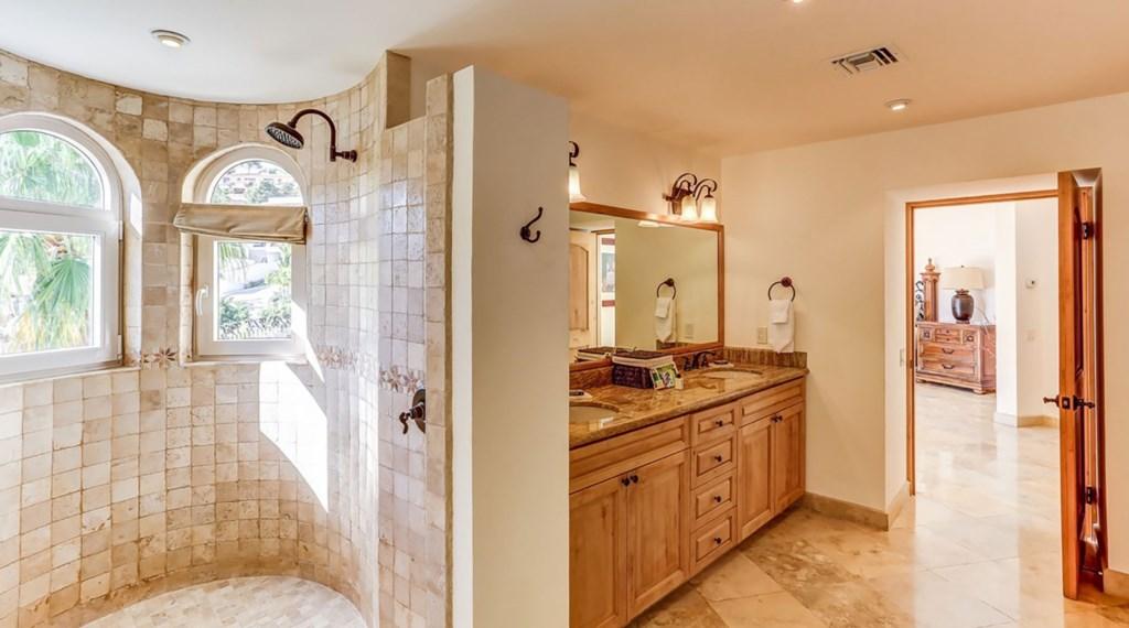 Casa-Esperanza-Bedroom3-Bath.jpg