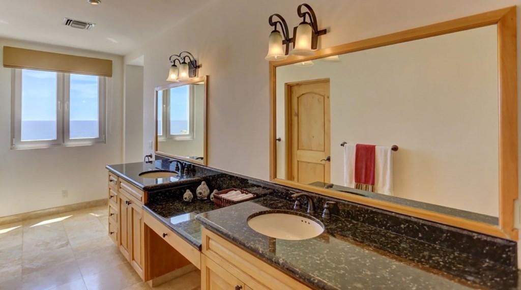 Casa-Esperanza-Bedroom7-Bath.jpg
