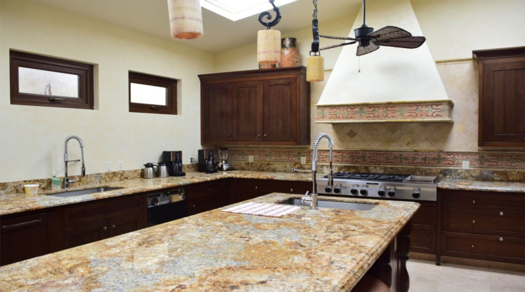 Casa-Cielo-Pedregal-Kitchen.jpg