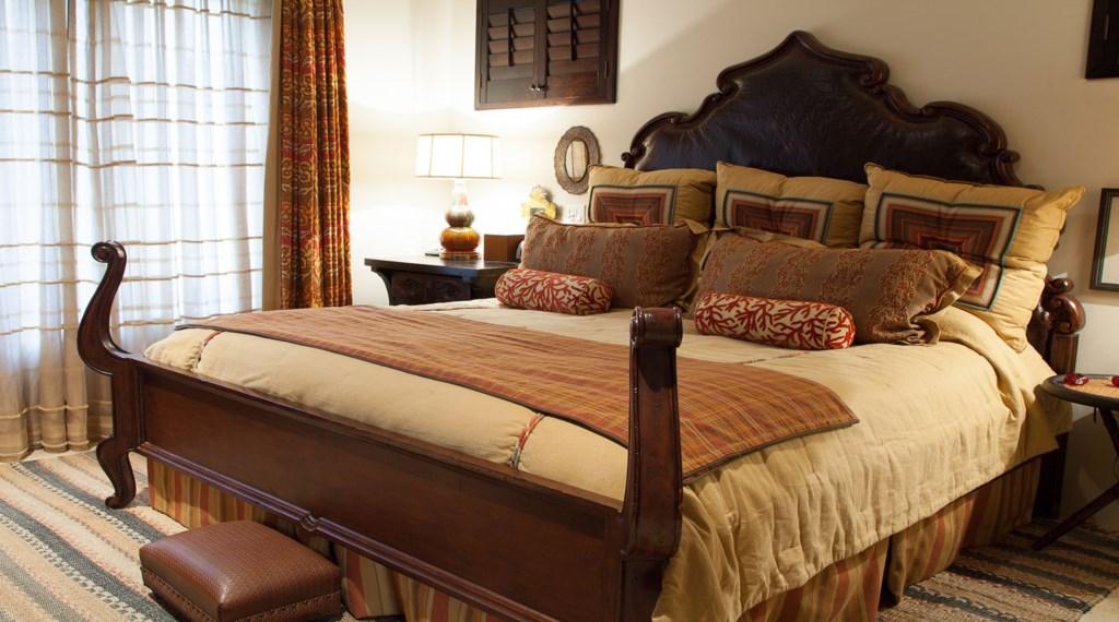 Hacienda-Villa-7-Bedroom2.jpg
