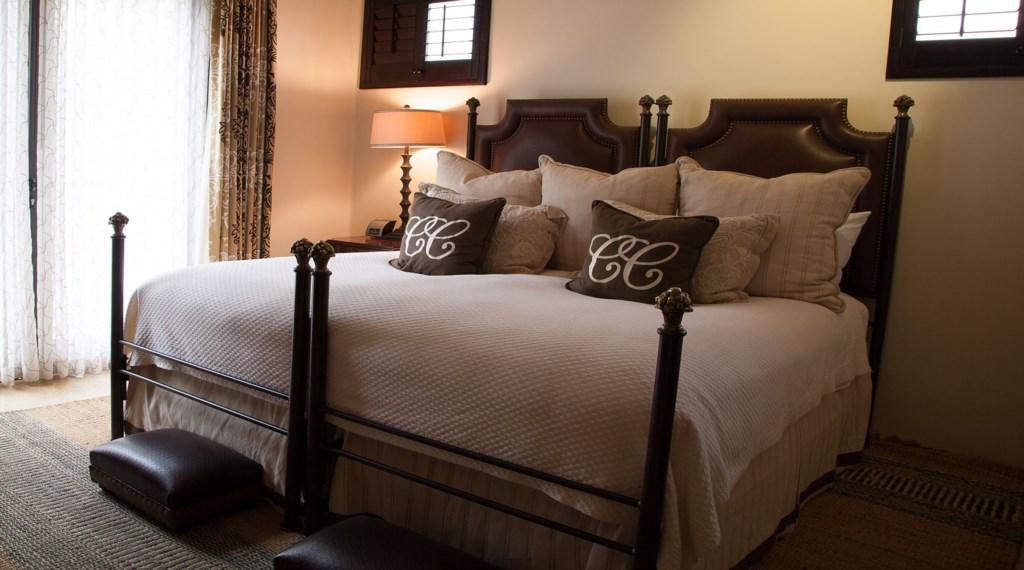 Hacienda-Villa-7-Bedroom4.jpg
