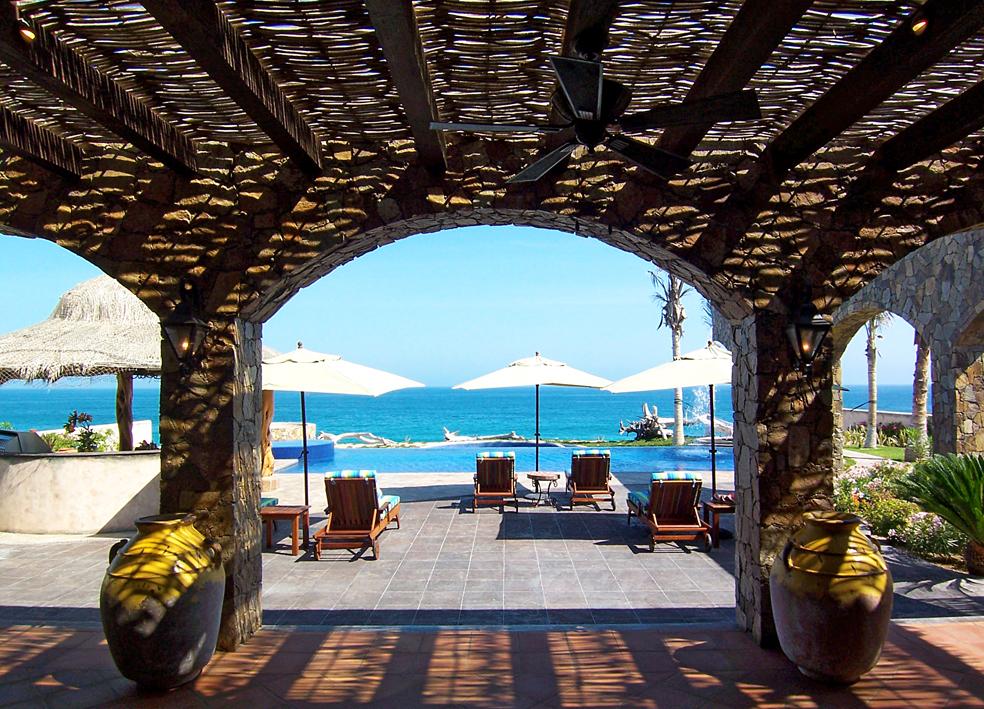 VILLA-ESTERO-patio-dome