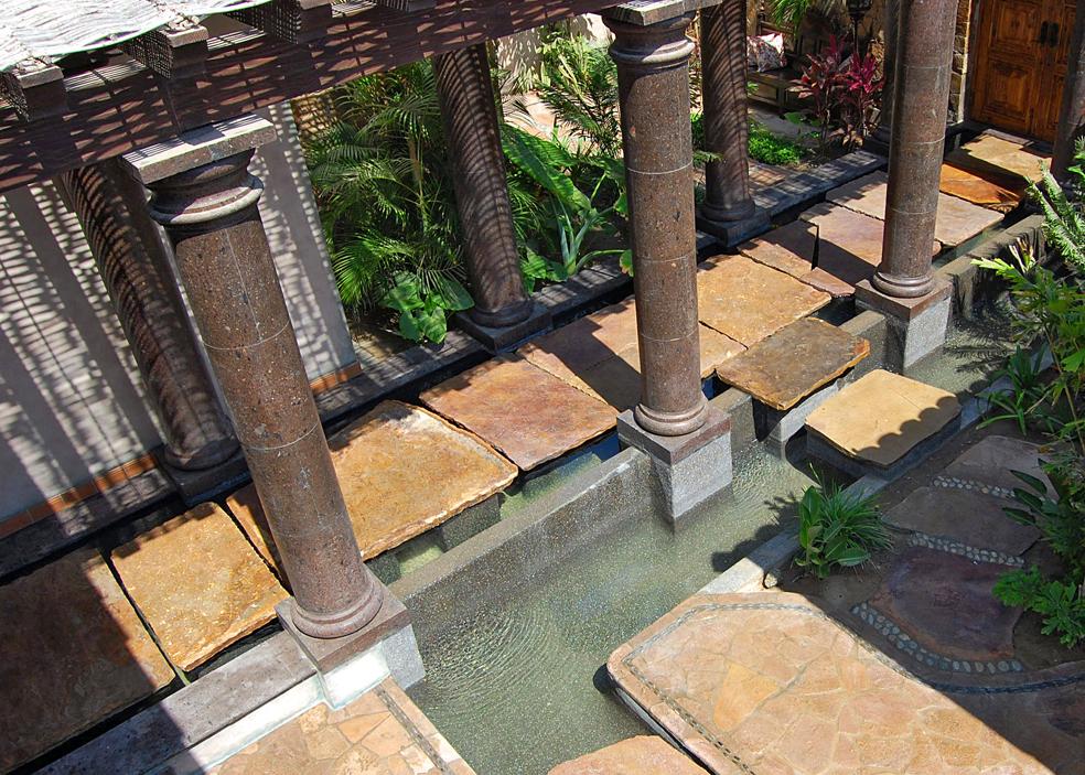 VILLA-ESTERO-courtyard-water-feature