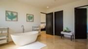 Paradiso-Perduto-Bathroom5.jpg