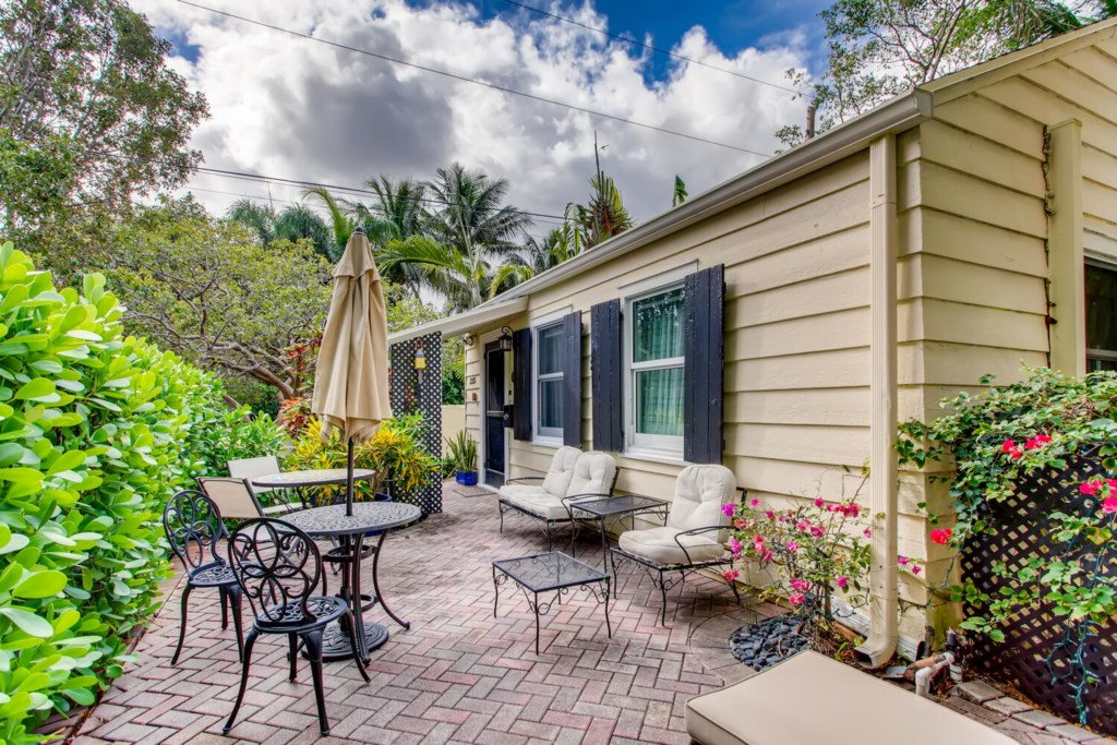 2215 Georgia Ave West Palm-large-001-002-Exterior Front-1500x1000-72dpi.jpg