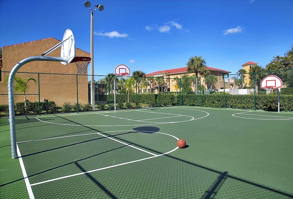 BasketballCourt(2)