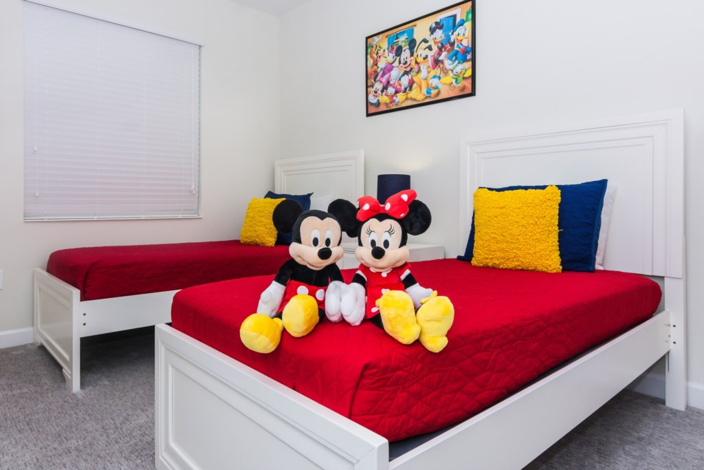 MickeyTwinBedroom3