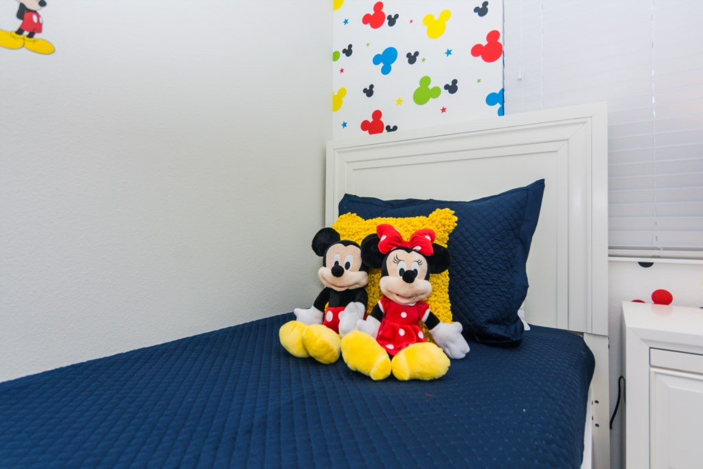 MickeyBedroom3