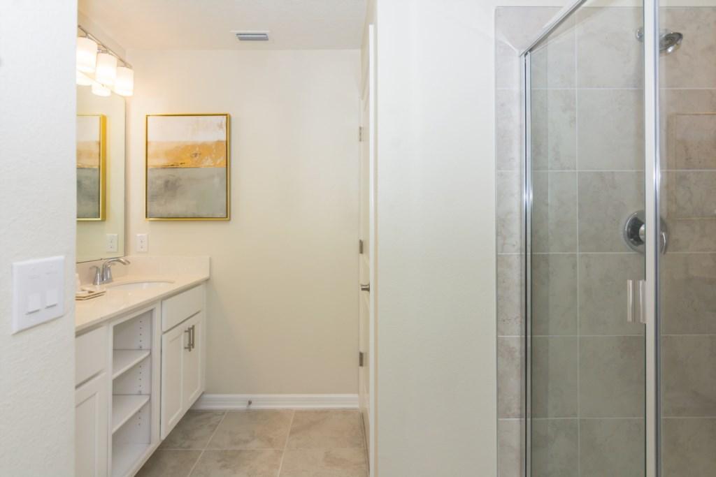 Suite Master 3 Bath.jpg