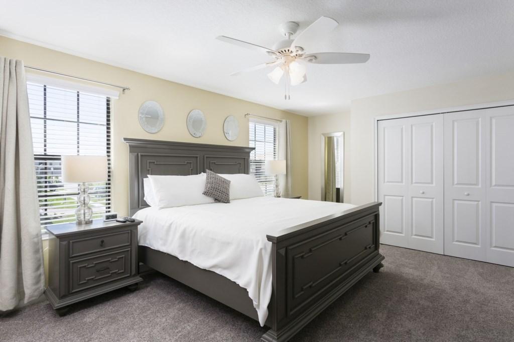 Master Bed 1-1.jpg