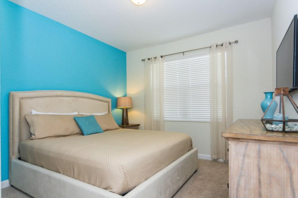 Queen Bedroom First Floor 1.jpg